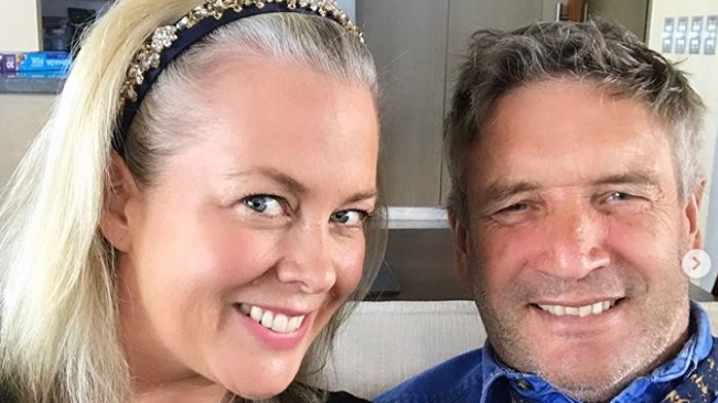 "Samantha Armytage puts wedding to Richard Lavender ""on hold"""