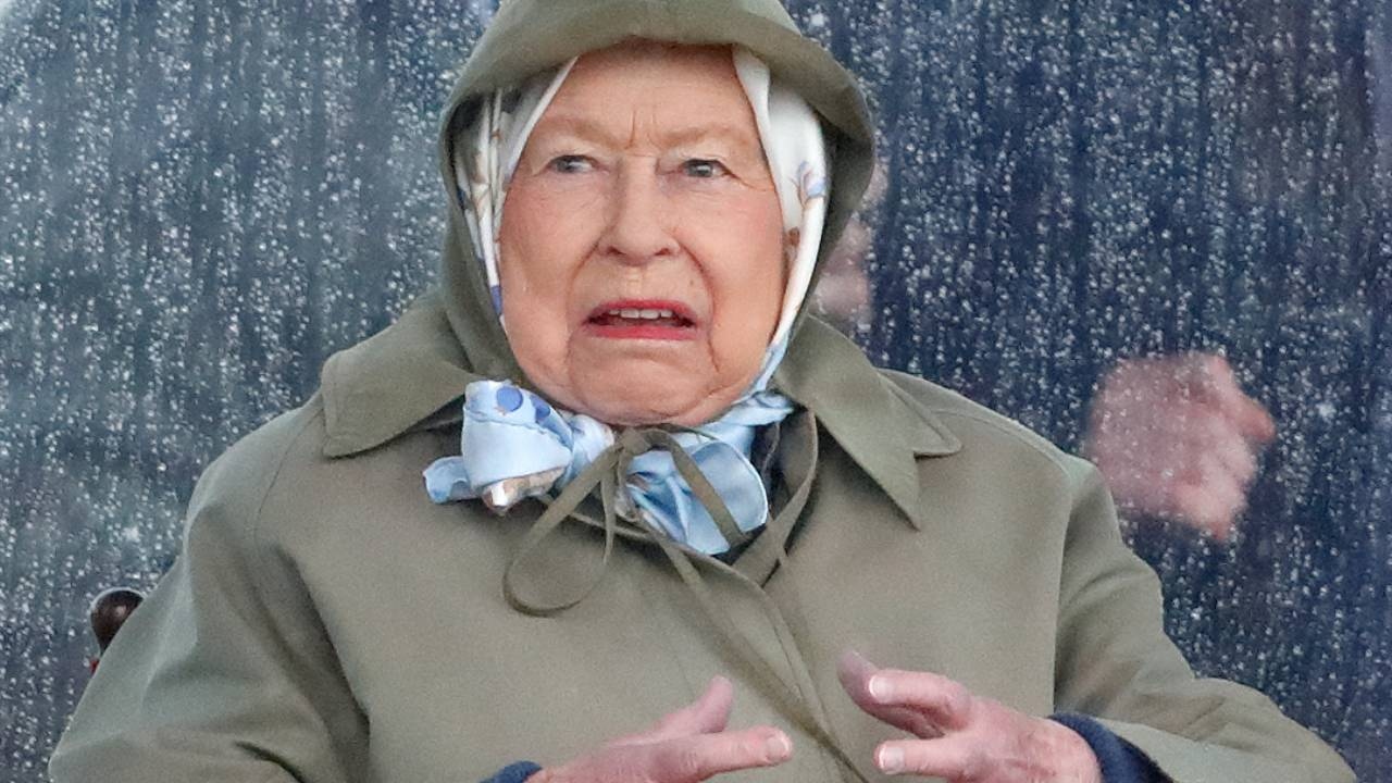 Radio station apologises for mistakenly declaring death of Queen Elizabeth