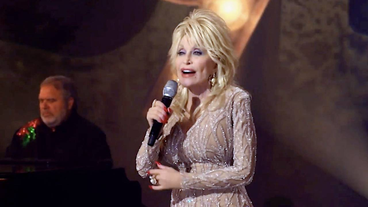 Dolly Parton turns down offer of statue