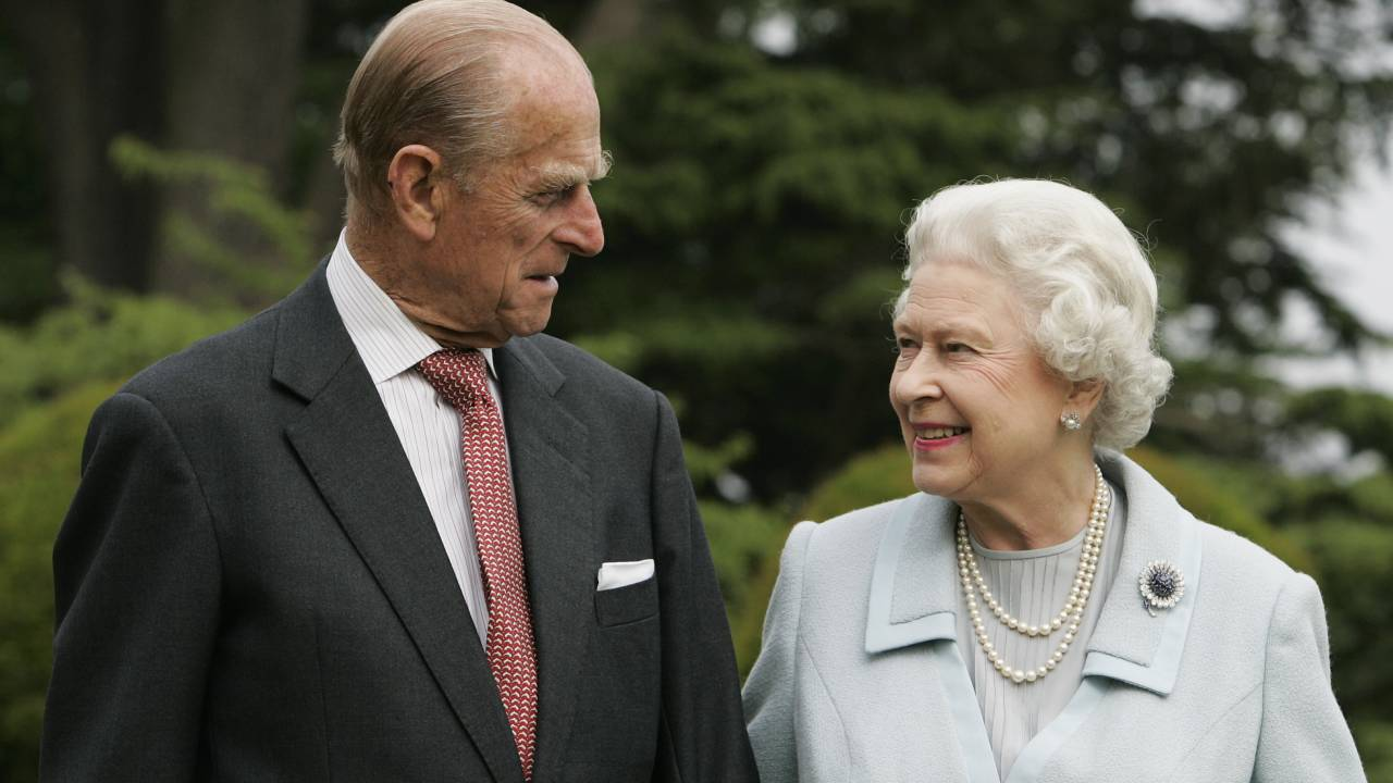 The real story behind the Queen's giggling photo