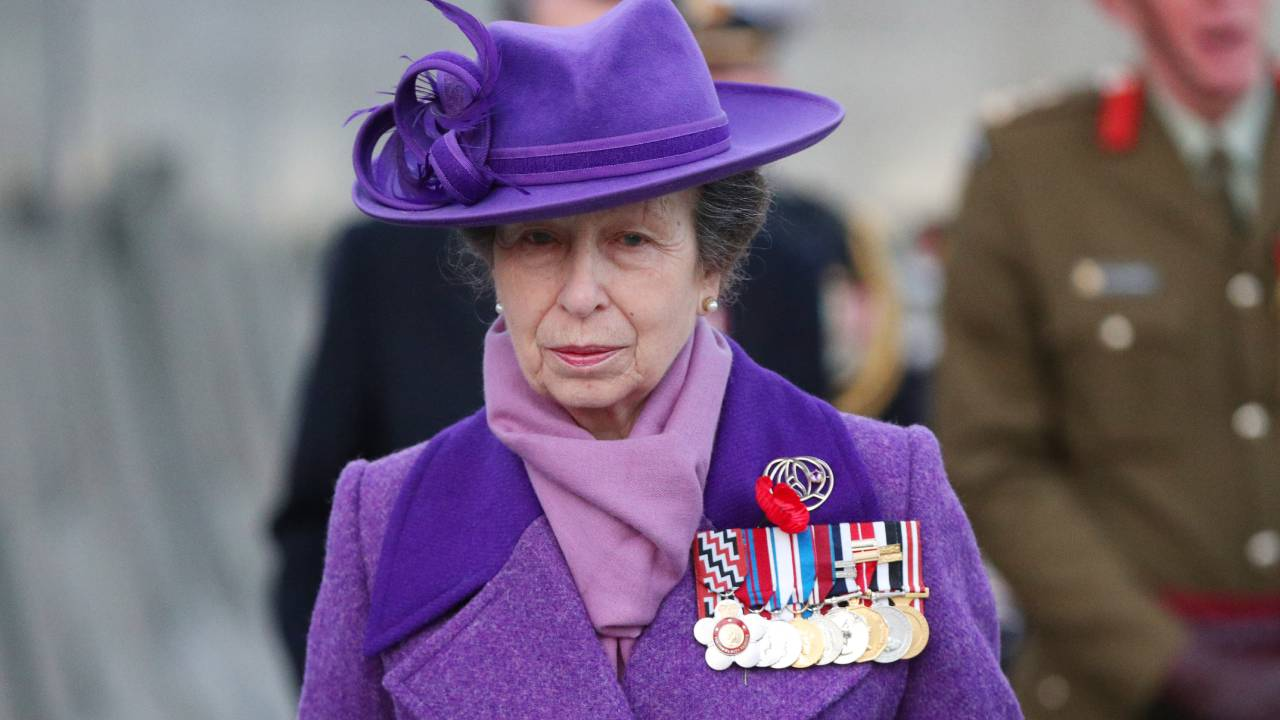 "Princess Anne leads Anzac Day commemorations in purple ""mourning"" coat"
