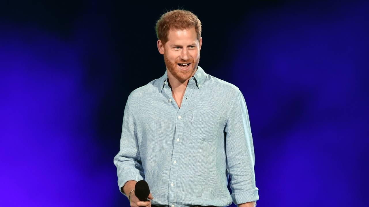 Prince Harry gets standing ovation at concert for COVID-19