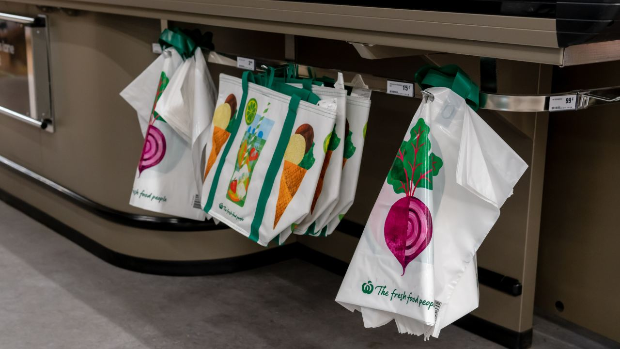 Woolworths shopping bag hack goes VIRAL
