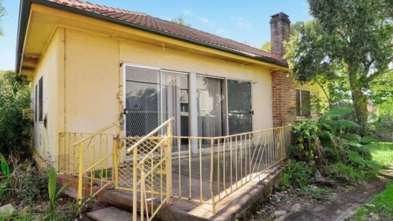 Fibro house in Western Sydney sells for over a million dollars