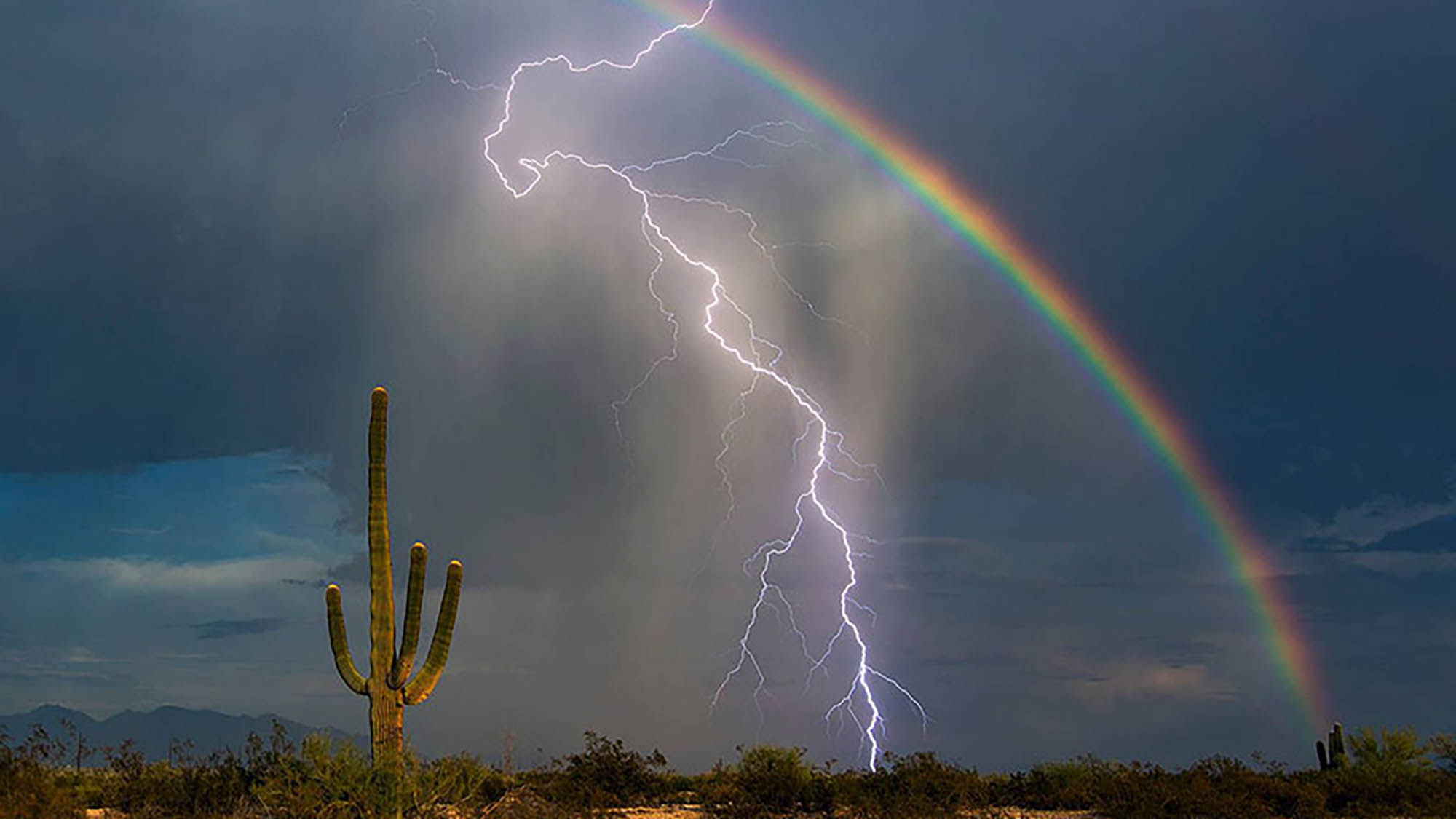 Once-in-a-lifetime shot of lightning and rainbow together